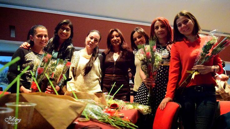 Compañeras de trabajo son homenajeadas durante el día de la madre.
