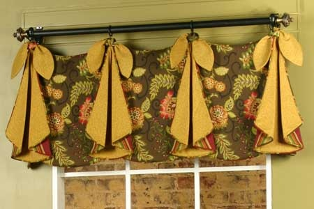 Tracy Valance by Pate-Meadows Designs  This website has so many valances to choose from!  This will be in my kitchen...once I find fabric I like!