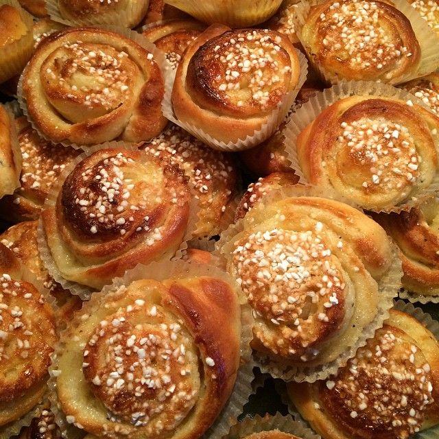 Fantastiskt goda vaniljbullar enligt maken. Skönt med lite påfyllning i frysen #vaniljbullar #bullar #hembakat #favorit