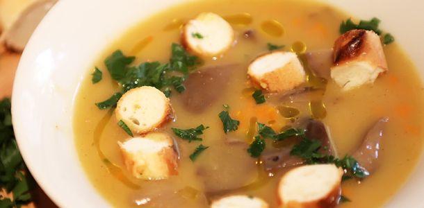 Supa de chimen cu morcov si ciuperci de padure.