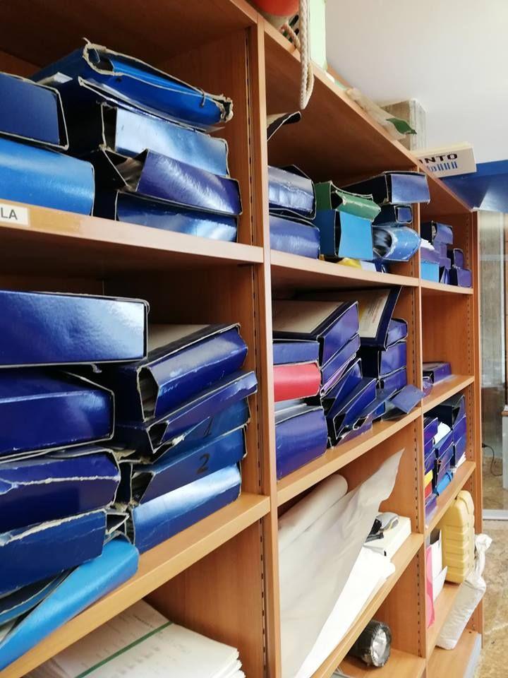 Galvan mobili, ca degli oppi, veneto, italy. Armadio Libreria Ufficio In Disordone Prima Dell Intervento Mobili Per Ufficio Arredamento Ufficio