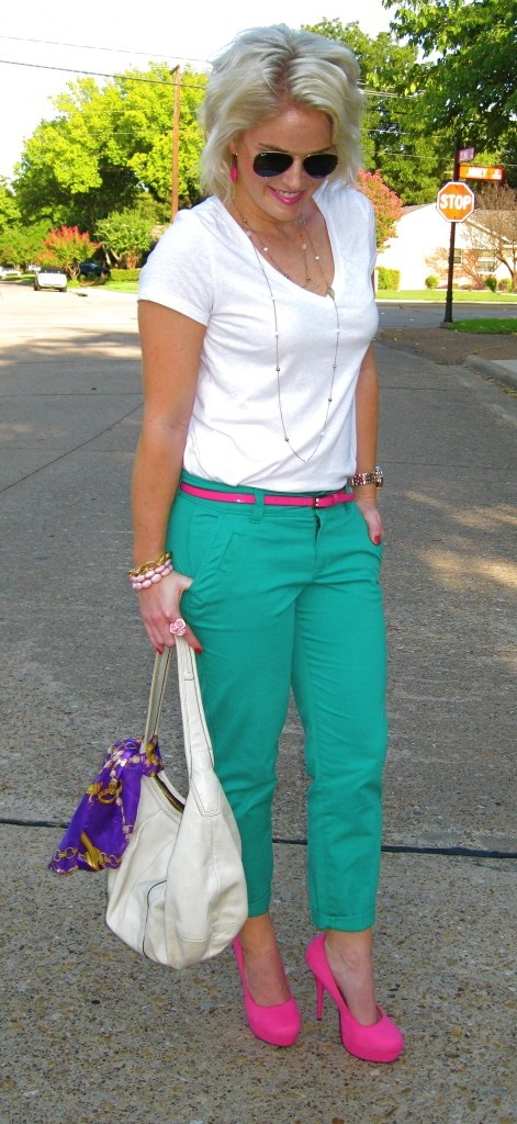Love everything about this look...although it comes across as very well thought out it does it in a perfect way! Great color blocking! toliveanddateinla.co