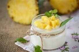 Glyko giaourti me zele kai komposta anana