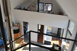 Mobile Trennwände: moderne Wohnzimmer von JEBENS SCHOOF ARCHITEKTEN