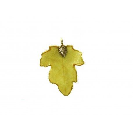 Erable sycomore : pendentif en véritable feuille. Référence 16008PSE État : Nouveau produit Bijou unique et original : petit pendentif en véritable feuilled'érable sycomore (Genre Acer pseudoplatanus L.). Sans aucun colorant, cette feuille est telle qu'apparue...