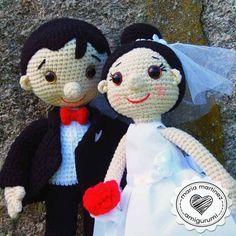 ¿Te vas a casar o lo va a hacer alguien cercano? Entonces coge tus agujas y ponte a tejer estos graciosos novios de crochet.