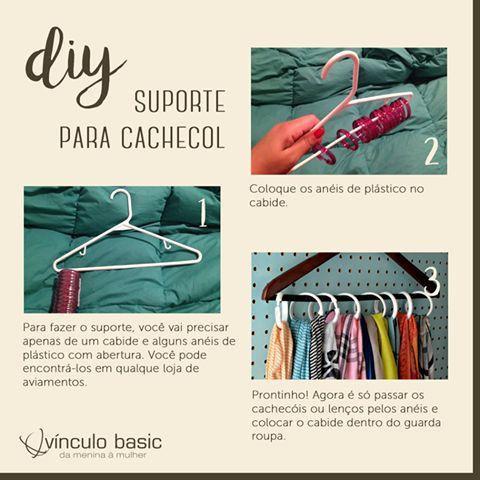 Não sabe como guardar os lenços e cachecóis de inverno? Com apenas um cabide e alguns anéis de plástico, você pode fazer um suporte para mantê-los arrumados e esticadinhos.  Confira o tutorial:   #vinculobasic #tutorial