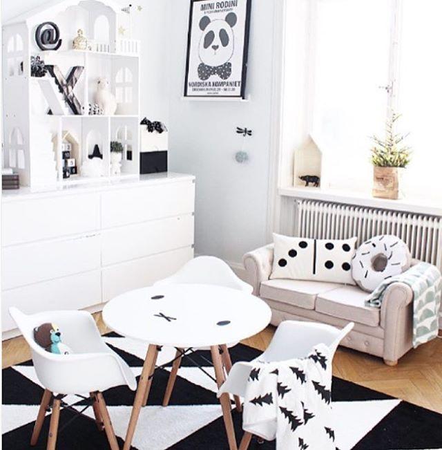 """704 Likes, 22 Comments - Jollyroom.se (@jollyroom) on Instagram: """"Jollyinspo Detta härliga barnrum har @projektvasastan inspirerat oss med idag! Bordet och stolarna…"""""""