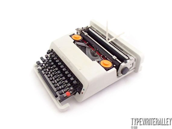 The anti-machine machine !!! Olivetti Valentine 70's, Olivetti typewriter, vintage typewriter, working typewriter, portable typewriter.