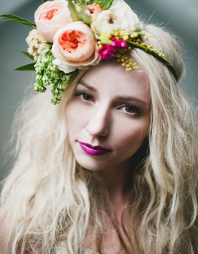 Tinge Floral created this #flowerheadpiece for an adventurous and spirited bride! We love this bride's decision to add a bright pop of color to her #weddingmakeup with a vivid fuchsia lip! The peach tones of Juliet contrast well with the purple pop!