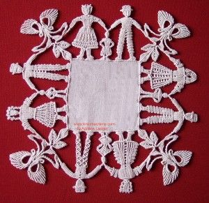 girotondo from Macramecollective.com; Margaretenspitze lace, made from macrame stitches.