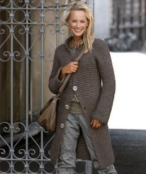 Элегантное пальто спицами