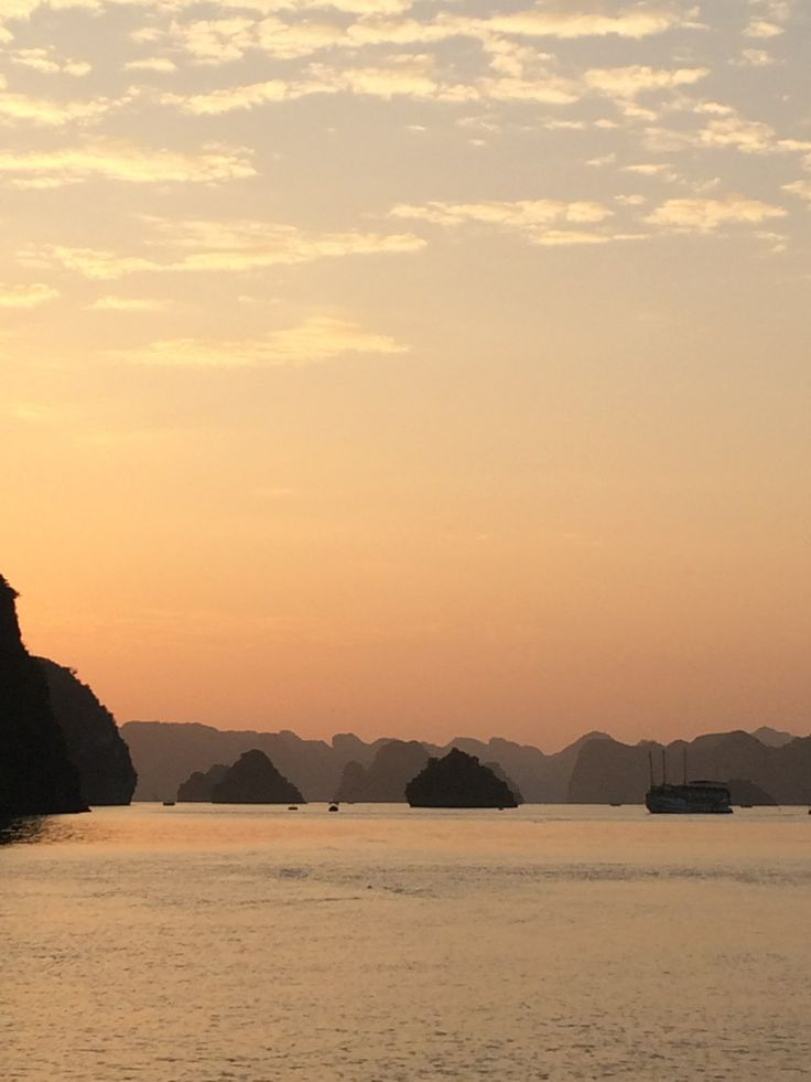 Sunrise, HaLong Bay in Vietnam_20131130