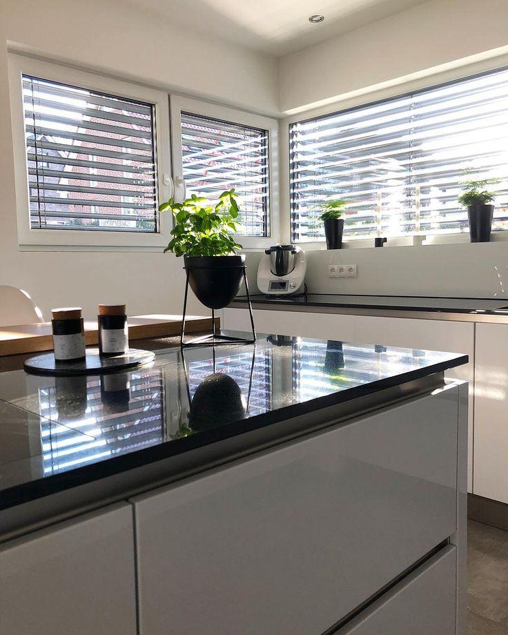 Traumküche mit großer Arbeitsplatte und Küchenblock #schönertag - küchentisch aus arbeitsplatte