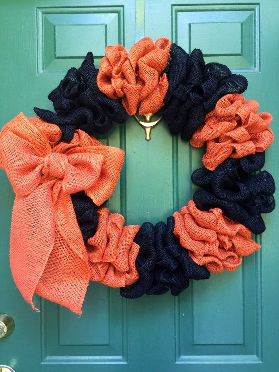 coral and navy? love it if thats what the colors are-next to that tealish green door its such a pop!