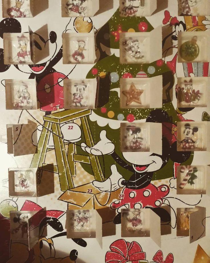Nog maar een paar vakjes over... Kerstmis komt steeds dichterbij!  #advent #adventskalender #aftellen #kerst #kerstmis #paarnachtjesslapen #disney #chocolaatjes #mickey