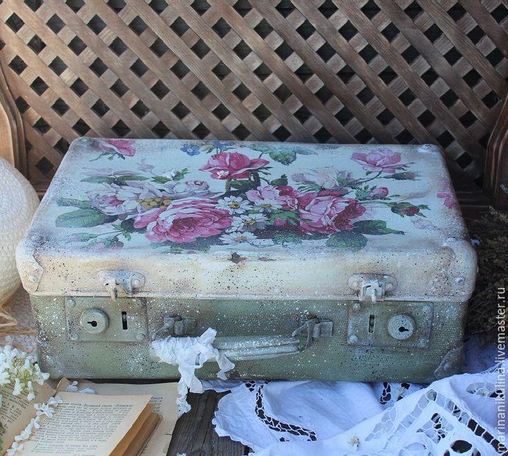 """Купить """"Месяц в деревне"""" чемодан - мятный, белый, розовый, розы, корзинка с цветами, чемодан, чемоданчик"""