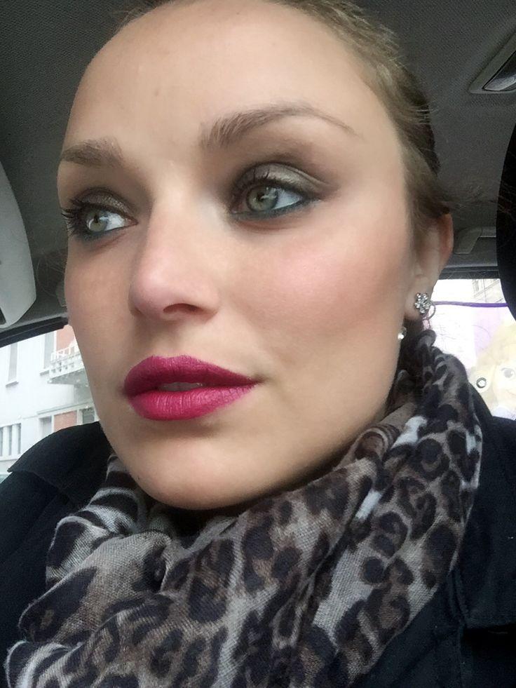 Venerdì con Sfilata #bellezzaprecaria #sfilata #neve #nevecosmetics #sfilatanevecosmetics #pastello #pastellolabbra #pastellolabbrasfilata #muotd #tdg #rossetto #lipstick #buonvenerdi #buonvenerdì #venerdi #waitingfortheweekend #makeupoftheday #truccodelgiorno #trucco #makeup