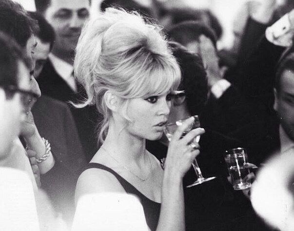 Brigitte Bardot updo hairstyle | Brigitte Bardot Style ...