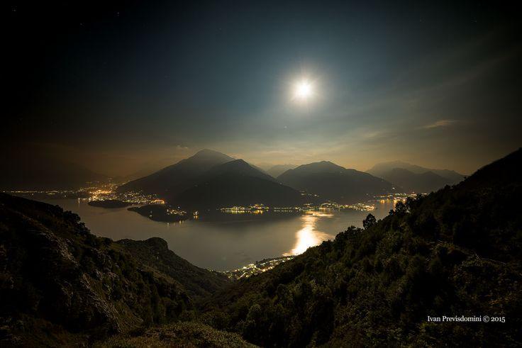 Lago di Como, veduta dalla chiesetta di San Bernardo, Musso. Da sinistra : la Valtellina, Colico, Piona, Dorio, Dervio....