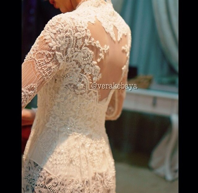 White lace kebaya for traditional wedding