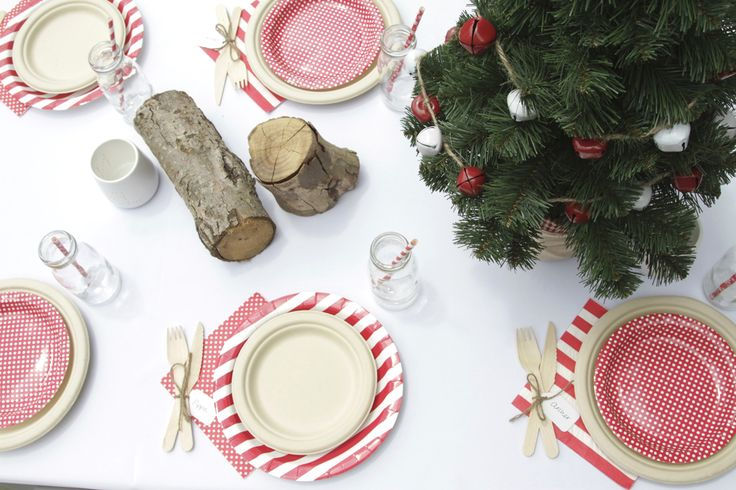 Red and white paper plate combo from hiPP bring the festivities to this Christmas table. Love this look! | The Paper Lantern |
