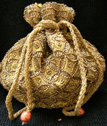 This gorgeous drawstring potli bag/batwa has beavy golden beadwork all over it, and an inner lining of satin. Will go well with both Indian traditional wear and evening gowns - See more at: http://giftpiper.com/Beaded-Drawstring-Potli-Batwa-Yellow-id-115220.html#sthash.KH3eUs4B.dpuf