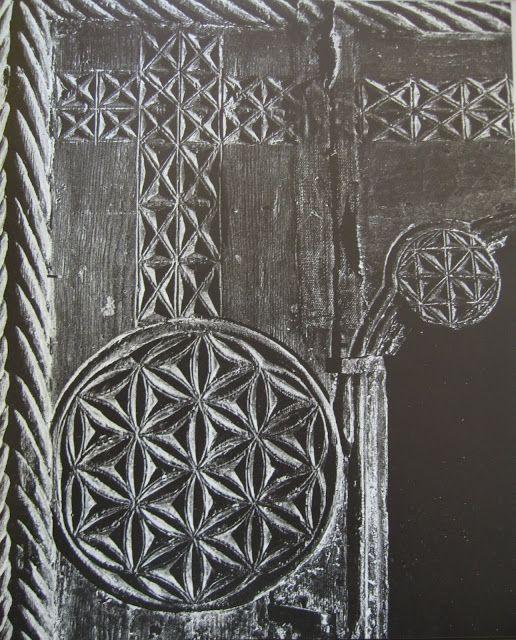 Arborele Vietii si Floarea Vietii pe piatra de mormant - Cavalerul cu lebada, Biserica Domneasca, Curtea de Arges.