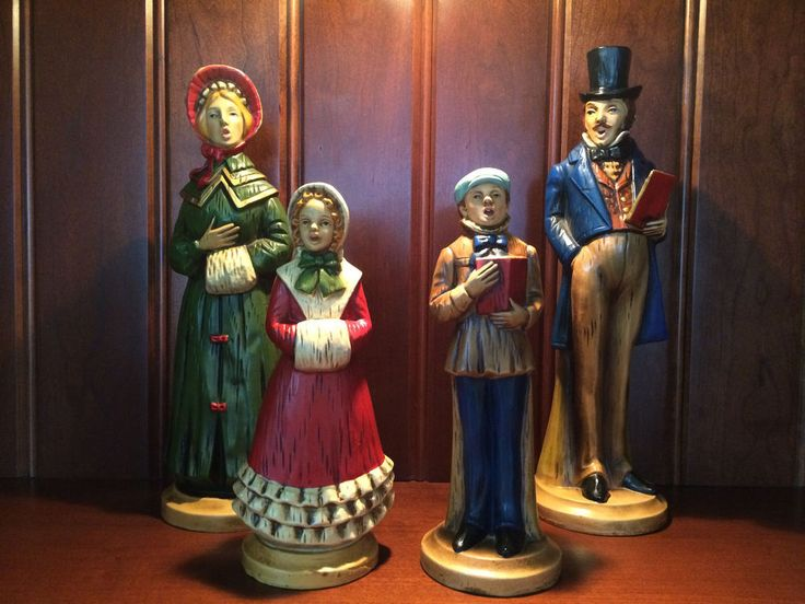 Rare Vintage Carolers Dickens Style Paper Mache Family