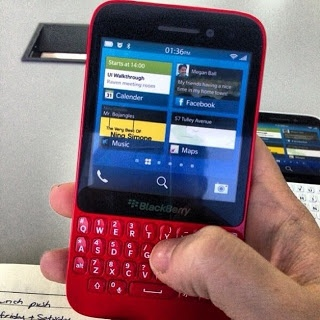New Blackberry R10 Qwerty Leak. Now it's in Red!