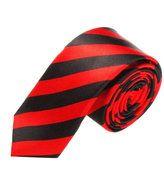 Stropdas Omaha Streep Rood Zwart  Description: Een gestreepte stropdas in unieke kleuren  Op zoek naar een nieuwe stropdas? Dan zijn er een paar dingen die je jezelf moet bedenken voor je er daadwerkelijk één koopt. Wil je bijvoorbeeld dat de das bij één bepaalde outfit past of wil je juist dat de das met verschillende items uit je garderobe kan worden gecombineerd? Ook is het goed om van te voren na te denken over een patroon of over de kleuren.  De Omaha Stripe Red Black stropdas heeft de…
