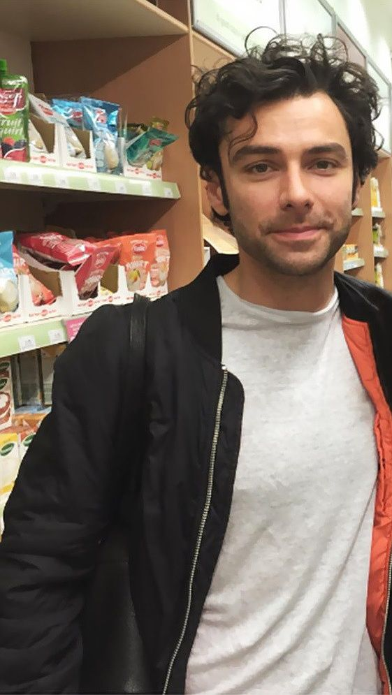 This is exactly how I imagine Mason to look like. Hair disheveled and a tad too long, casual clothes, stubble.