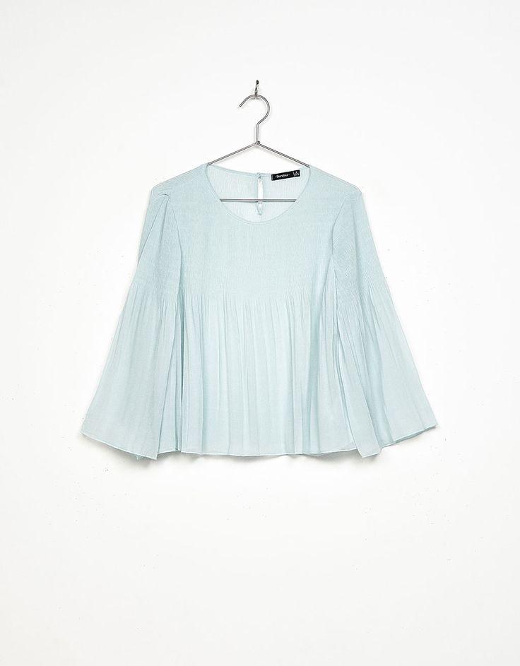 Blusa plisada manga campana - Camisas - Bershka Mexico