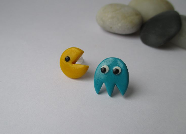 Pac man stud earrings fimo - polymer clay buy here: https://www.etsy.com/shop/heymate