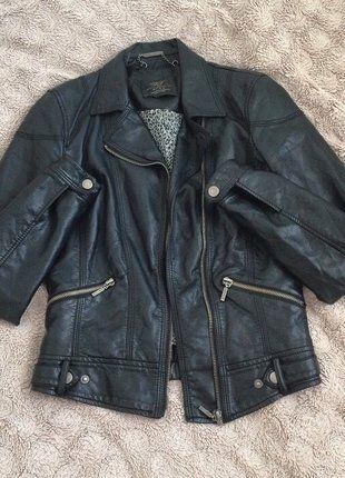 Kup mój przedmiot na #vintedpl http://www.vinted.pl/damska-odziez/kurtki/16916207-zara-czarna-skora-biker-zipy-ramoneska-insta-kurtka-xs-s-insta-kylie-gwiazd