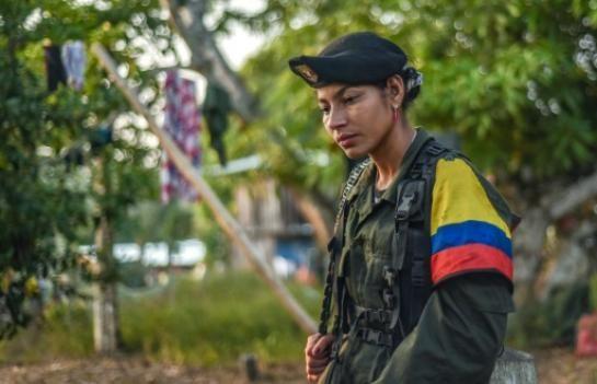 Rosmira, membre des FARC le 18 février 2016 dans les montagnes colombiennes - Lorsqu'on les interroge sur leur enrôlement, ces femmes démentent tout recrutement forcé ou rémunération, et affirment qu'elle se battent par conviction avec cette guérilla née en 1964 d'une insurrection paysanne.