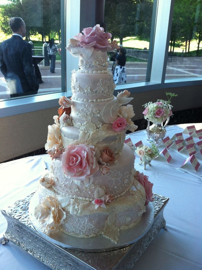 Love this! Vintage Lace and Flower Wedding Cake