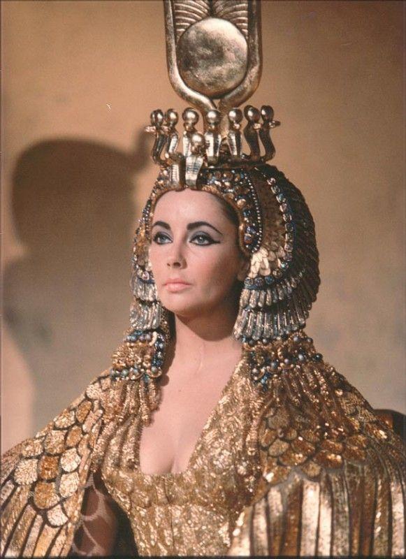 Immagine 10945 per il personaggio Elizabeth Taylor: Elizabeth Taylor in una scena di Cleopatra. Le migliori immagini scaricabili in alta risoluzione o navigabili direttamente sul sito