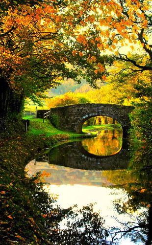 Monmouth Brecon Canal ~ is located in the Brecon National Park in South Wales