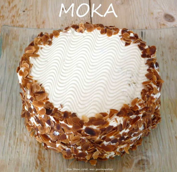 Le Moka était le dessert des réunions de famille chez mes grands-parents lorsque j'étais enfant. Ma mamie Ju le décorait de grain de café en chocolat et de petites boules en sucre violette que l'on adorait chiper. Personnellement je n'étaits pas très...