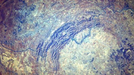Un meteorito de 9 kilómetros de largo chocó contra el planeta en el actual cráter Vredefort, Sudáfrica