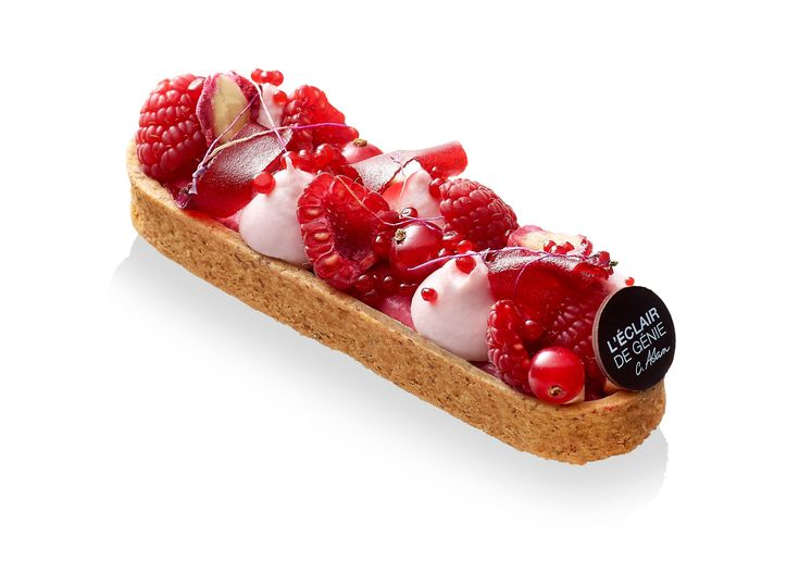 White chocolate raspberry eclair L'ECLAIR DE GENIE