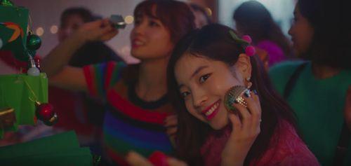 一日遅れでTWICEの新曲『Merry&Happy』MV公開。人気曲『TT』MVが再生回数3億回を記録し話題に | パッピンス
