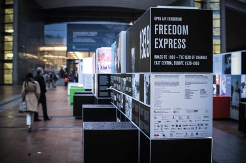 Roads to 1989. East-Central Europe 1939-1989, a travelling outdoor exhibition, is on display in front of the European Parliament in Brussels. It has been organised as part of a social and educational campaign titled Freedom Express.