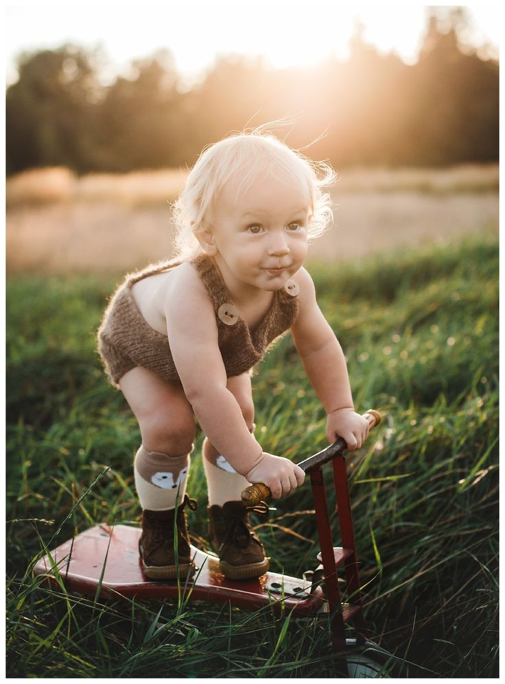 Fall Family Photography - Victoria BC - Painted Barn Photography - Toddler - Sunset