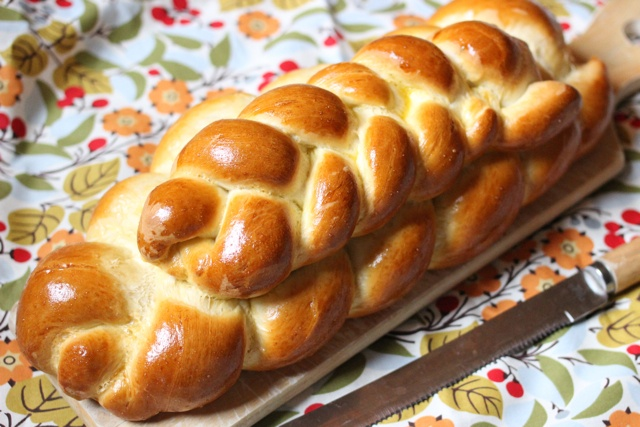 Challah Bread - step by step instructions: Breads Rolls Pancakes Waffles, Challah Breads, Breads Recipes, Food, Book Review, Weird Sisters, Homemade Breads, Sisters Books, Books Review