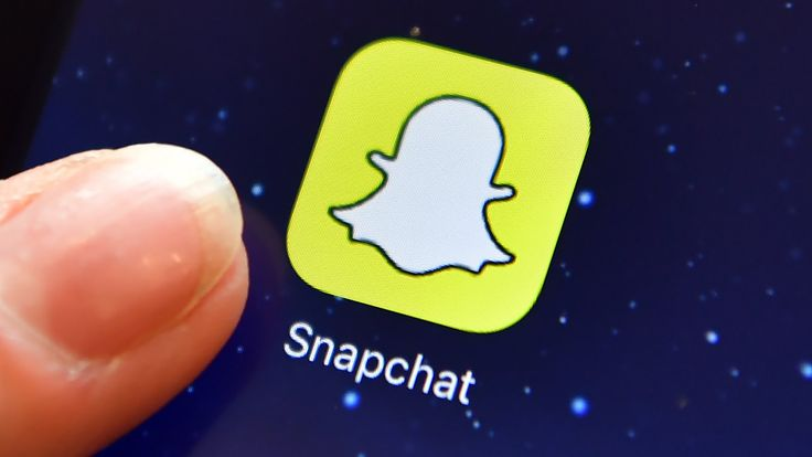 Snapchat owner plunges as losses continue https://tmbw.news/snapchat-owner-plunges-as-losses-continue  Snapchat owner Snap says it is working to overhaul its signature messaging app, as it struggles to attract users and turn a profit.Shares in the firm plunged after hours on Tuesday, after the firm reported losses of more than $400m (£337m) in the quarter.It also had lower-than-expected revenue and user growth.Snapchat said the changes would make the app easier to use and more compatible…