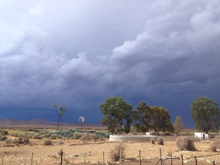 """""""Reën heerlik op die plaas Kookfontein, Calvinia."""" ~ Foto Wian Nel"""