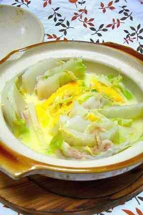 土鍋でほっこり〜白菜と豚バラのチーズ鍋〜の画像