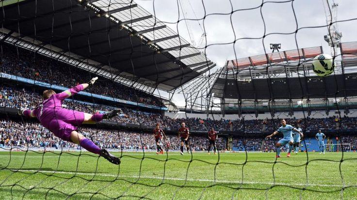 Verladen: Torhüter Robert Green von den Queens Park Rangers entscheidet sich beim Strafstoß von ManCity-Star Sergio Agüero für die falsche Ecke